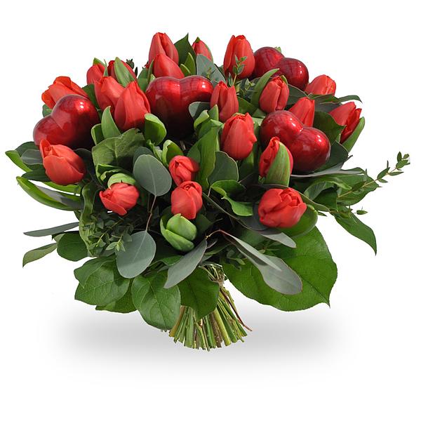 Tulipes rouges avec coeurs standard