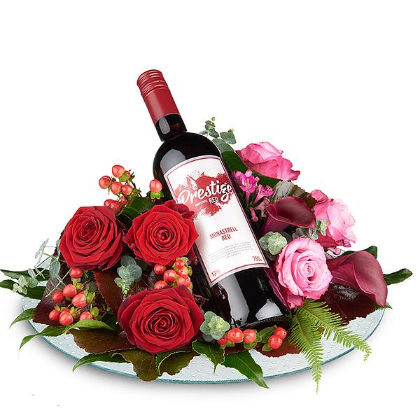 Arrangement de fleurs avec vin rouge