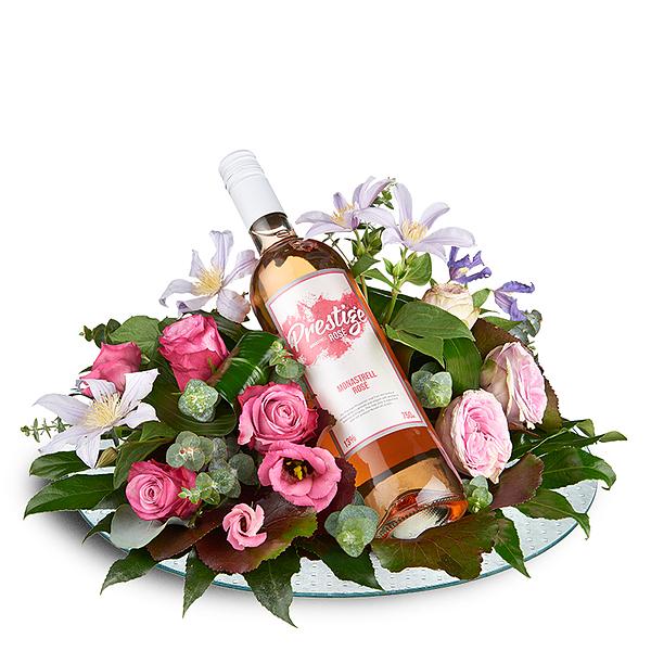 Bloemstuk met rose prestige wijn